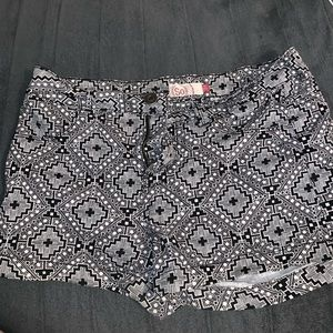 Black and white super cute patterned shorts!